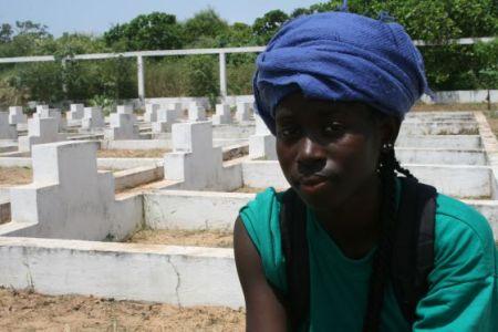 Martine Kourouma, en el cementerio de Dakar dedicado a las víctimas. J.N.